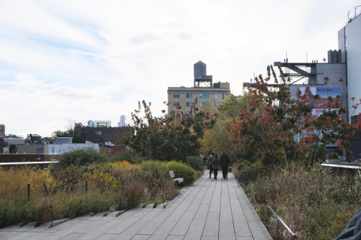 Since we couldn't see Yayoi's Mirrored Rooms, we decided to walk the Highline and enjoy some nice views. This walkway was originally an abandoned railroad and was renovated with plants, natural elements, and art sculptures to add as a scenic walkway. I love the idea of combining industrial elements with foliage. It reminded me of the Gasworks Park in Seattle which was also relaxing in like, a post-modern.. natural.. Windows Computer 2000 kind of way?? (Idk what I'm talking about lol.) Again, it was freezing at this point, but the views were worth it.