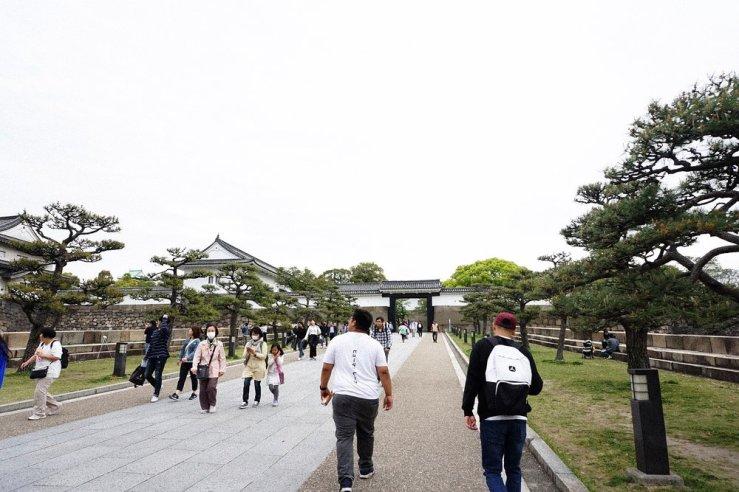 Visiting Osaka Castle.